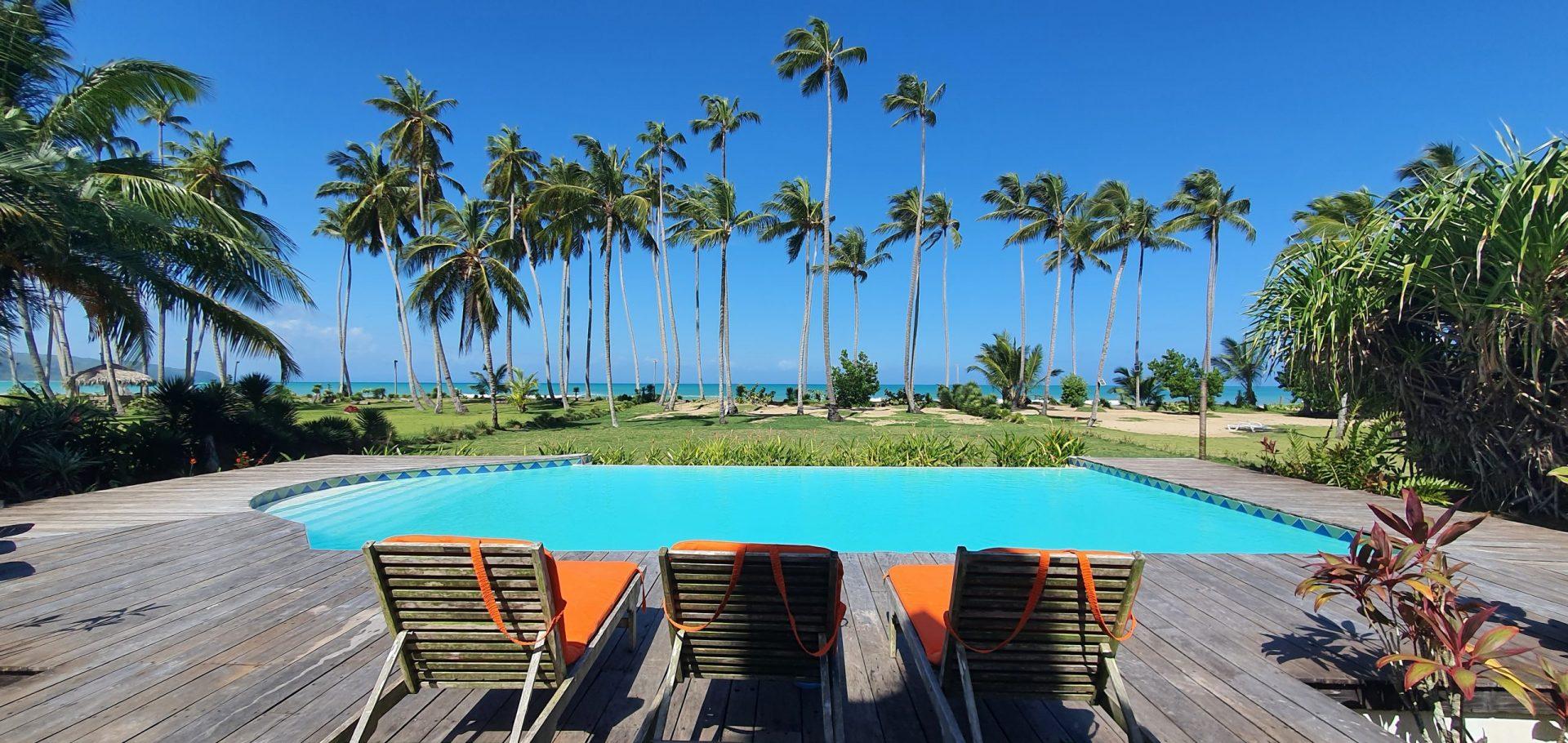 Beachfront villa Playa Coson