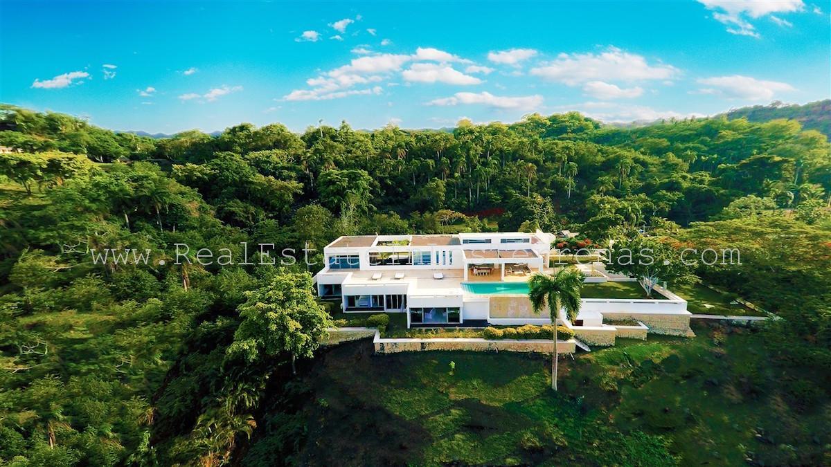 Luxury 6 bedroom villa