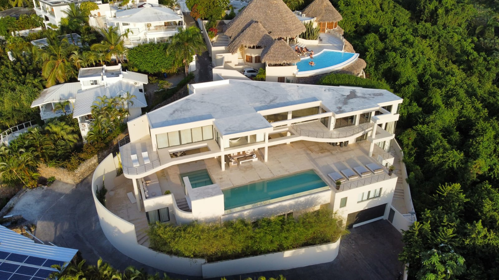 Luxury 9 Bedroom Stunning Panoramic Oceanview Estate – The MD HOUSE